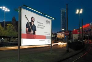 Großplakate mit dem Kampagnenmotiv machen in der Region auf WEBER aufmerksam.