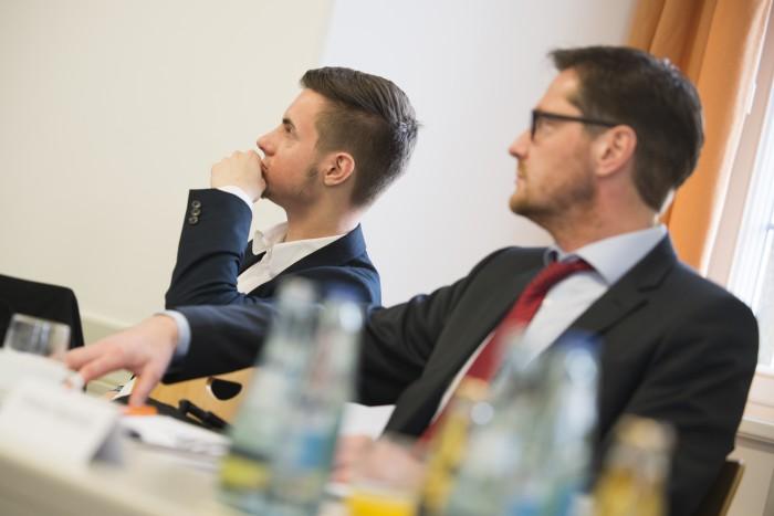 Interessiert verfolgen die Marketing Experten die Vorträge